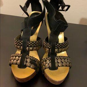 Platform heel sandals with brass metal pieces